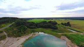 在小绿色湖的飞行 空中英尺长度 影视素材
