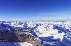 在少女峰地区高地直升机视图的山墙壁在wi 库存图片