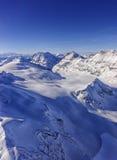 在少女峰地区直升机视图的谷和山土坎 库存照片