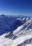 在少女峰地区直升机视图的谷在冬天 免版税图库摄影