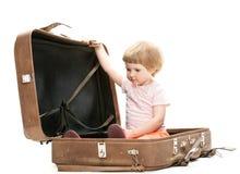 在少许手提箱里面的大子项 免版税图库摄影