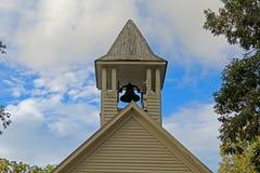在尖顶的教堂钟 免版税库存图片