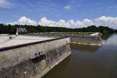 在尚翁索附近村庄的CHENONCEAU卢瓦尔河流域城堡  免版税库存图片