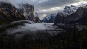 在尤塞米提谷,优胜美地国家公园,加利福尼亚的日出 免版税库存图片