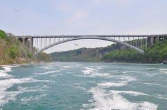 在尼亚加拉河的一座桥梁 图库摄影