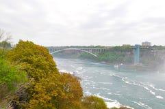 在尼亚加拉河的一座桥梁 免版税库存图片