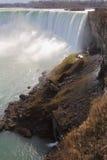 在尼亚加拉瀑布下 免版税图库摄影