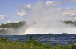 在尼亚加拉瀑布的彩虹从安大略省在加拿大 图库摄影