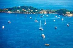 在尼斯城市海湾的小船 免版税图库摄影