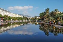 在尼斯浇灌散步,法国的反射 图库摄影