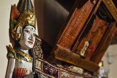 在尼泊尔内部的木雕象 免版税库存图片