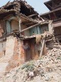 在尼泊尔毁坏的议院 免版税库存照片