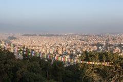 在尼泊尔首都加德满都的鸟瞰图 库存照片