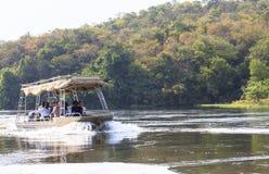 在尼罗河的小船默奇森瀑布国家公园的,乌干达 库存照片