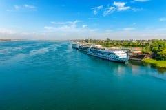 在尼罗河的游轮 开罗 吉萨棉 埃及 旅行backgr 图库摄影