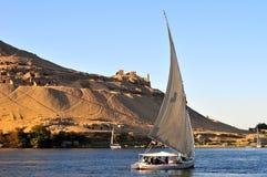滑在尼罗河的风船 免版税库存照片