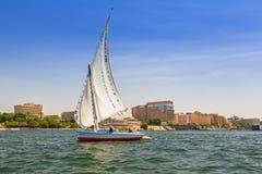 在尼罗河的Felucca风船在卢克索附近 库存照片