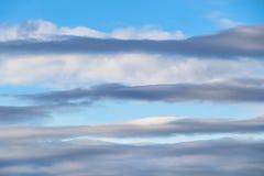 在层数和蓝天上 免版税库存图片