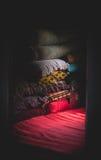 在屋子里堆的织品 免版税库存图片