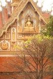 在屋顶教会的老挝艺术老挝寺庙的。 免版税库存照片