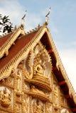 在屋顶教会的老挝艺术老挝寺庙的。 免版税库存图片