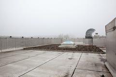 在屋顶的一个圆顶在雾 免版税库存照片
