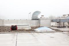 在屋顶的一个圆顶在雾 免版税库存图片