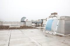 在屋顶的一个圆顶在雾 免版税图库摄影