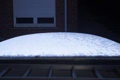 在屋顶的一个圆顶有雪的 免版税图库摄影