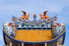 在屋顶的中国雕塑 图库摄影