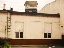 在屋顶的公共汽车 库存图片