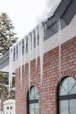 在屋顶的冰 免版税库存照片