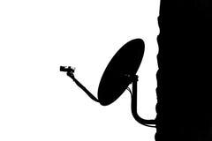 在屋顶的卫星盘在家 免版税库存图片