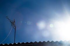 在屋顶的天线 免版税库存照片