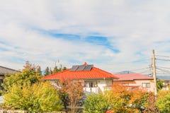 在屋顶的太阳电池板,创新的g光致电压的模块 免版税库存图片