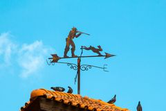 在屋顶的指南针 图库摄影