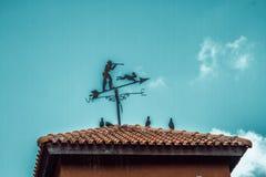 在屋顶的指南针 库存照片