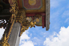 在屋顶的泰国艺术 免版税库存图片