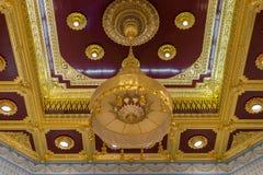 在屋顶的泰国艺术 免版税库存照片