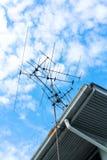 在屋顶的电视天线 图库摄影
