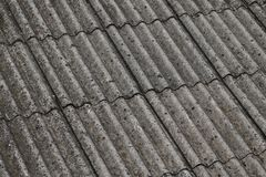在屋顶的石棉 免版税库存图片