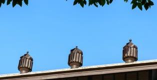 在屋顶的空气通风设备 免版税图库摄影
