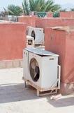 在屋顶的空调器 免版税库存图片