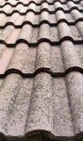 在屋顶的老瓦片 免版税库存照片