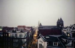 在屋顶的雪在阿姆斯特丹 免版税图库摄影
