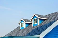 在屋顶的Windows 免版税库存图片