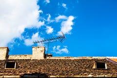 在屋顶A的天线 图库摄影