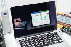 在屏幕上的苹果电脑新产品 免版税图库摄影
