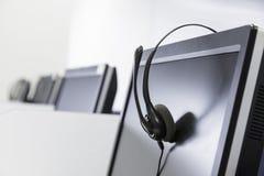 在屏幕上隔绝的电话中心耳机 库存图片