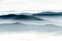 在展望期的山 库存照片